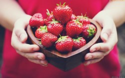 Lovely-Red-Strawberries-HD